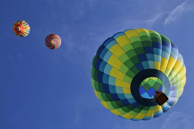 tři horkovzdušné balóny