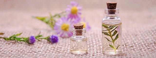 aromaterapie esenciální oleje květiny